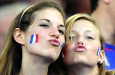 Cận cảnh các nữ cổ động viên xinh đẹp hâm nóng EURO 2016