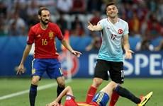Cận cảnh màn ăn vạ thô thiển của tiền vệ Sergio Busquets