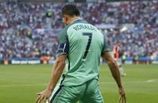 Ronaldo kéo Bồ Đào Nha vào vòng 1/8: Vẫn phải gọi tên CR7