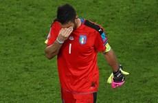 Buffon rơi lệ khi Italy bị loại sau loạt sút luân lưu kịch tính