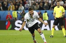 """Cận cảnh Đức giành vé vào bán kết sau màn """"đấu súng"""""""