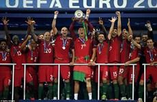 Cận cảnh Ronaldo rơi lệ và lần đầu ngọt ngào của Bồ Đào Nha