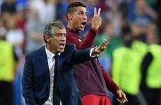 """Cristiano Ronaldo tập tễnh """"cướp"""" quyền chỉ đạo của HLV Santos"""