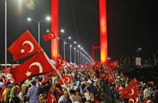 Hàng nghìn người biểu tình phản đối đảo chính ở Thổ Nhĩ Kỳ