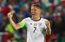 HLV Loew nói gì về việc Schweinsteiger giã từ đội tuyển?