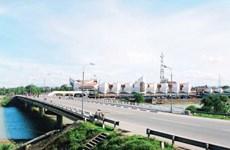 Quảng Trị: Ôtô tải đâm văng lan can đường dẫn cầu Đông Hà