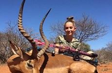 """Nữ thợ săn nhí 12 tuổi gây sốc với """"thành tích"""" giết thú quý"""