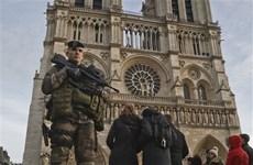 Pháp buộc tội một phụ nữ âm mưu khủng bố gần Nhà thờ Đức Bà