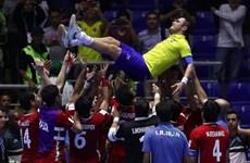 "Cầu thủ Iran tôn vinh ""Vua Futsal"" Falcao sau trận cầu lịch sử"