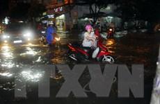 Cận cảnh nhiều tuyến đường thành sông sau cơn mưa ở TP.HCM