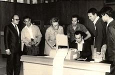 Tổng thống U Htin Kyaw và chiếc máy tính đầu tiên của Myanmar
