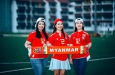 """Nữ cổ động viên xinh đẹp hâm nóng """"đại chiến"""" Myanmar-Việt Nam"""