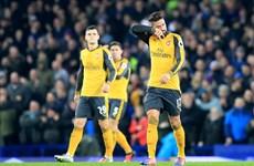Arsenal lỡ cơ hội tái chiếm ngôi đầu, nhà vô địch bại trận