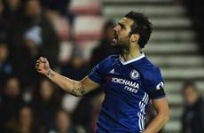 Cesc Fabregas tỏa sáng giúp Chelsea bỏ xa nhóm bám đuổi