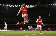 Premier League: Arsenal thắng nghẹt thở, nhà vô địch bại trận