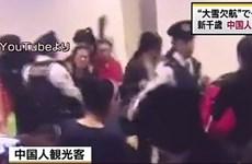 Khách Trung Quốc đụng độ với cảnh sát do mắc kẹt vì tuyết rơi