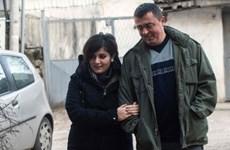 Mối tình sét đánh của cô gái tị nạn và anh lính biên giới Macedonia