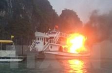 Video hiện trường vụ cháy tàu du lịch trên vịnh Hạ Long
