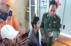 Đồn Biên phòng Roòn tiếp nhận 7 thuyền viên gặp nạn trên biển