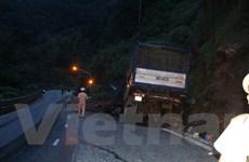 Tai nạn liên hoàn tại đèo Bảo Lộc-Lâm Đồng, 1 xe rơi xuống vực