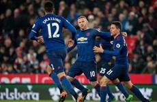 Rooney lập siêu phẩm, Manchester United thoát thua ở phút 90+4
