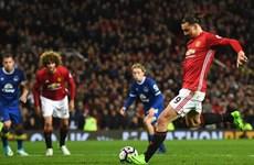 Ibra lập công giúp M.U thoát thua trước Everton ở phút bù giờ