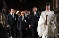 Hàng chục nghị sỹ Nhật Bản thăm và gửi đồ lễ tới đền Yasukuni