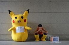 Người cha mặc đồ pikachu quyên tiền cứu con gái bị máu trắng