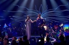 Eurovision bị phá đám bởi màn tụt quần ngay trên sân khấu
