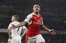 Arsenal khiến cuộc đua tốp 4 Premier League kịch tính đến phút chót