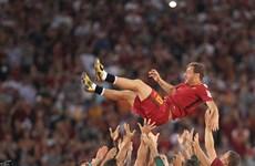 """""""Hoàng tử"""" Francesco Totti rơi lệ trong ngày giã từ sự nghiệp"""