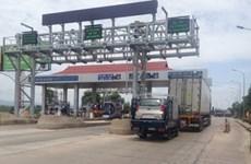 Quảng Bình: Người dân đưa ôtô chặn ngang trạm thu phí Quán Hàu