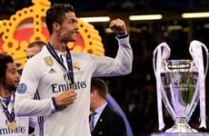 Cristiano Ronaldo vượt mặt Messi, giành danh hiệu Vua phá lưới