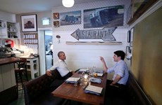 Xôn xao về ảnh chụp ông Obama và Trudeau ăn tối cùng nhau