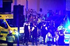 Xe tải lao vào người đi bộ ở London, khiến nhiều người bị thương