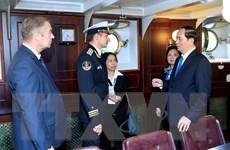 Chủ tịch nước và đoàn đại biểu Việt Nam thăm Chiến hạm Rạng Đông