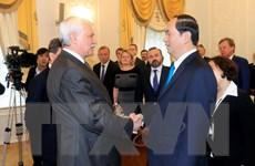 Chủ tịch nước Trần Đại Quang gặp Thống đốc Saint Petersburg