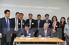 Hà Nội ký MOU về triển khai hệ thống chăm sóc y tế tiêu chuẩn Hoa Kỳ