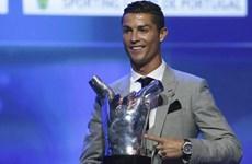 """Bỏ xa Messi, Ronaldo lập """"hat-trick"""" Cầu thủ hay nhất châu Âu"""