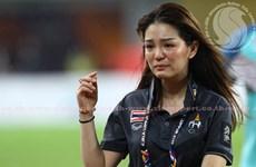 Nữ trưởng đoàn xinh đẹp bật khóc khi U22 Thái Lan giành HCV