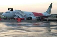 Máy bay của hãng Air India gặp phải sự cố hy hữu sau khi hạ cánh