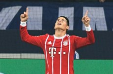"James Rodriguez ""mở tài khoản,"" Bayern Munich hạ gục Schalke 04"