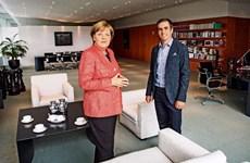 Merkel, Lahm và những suy nghĩ về bóng đá, thời đại Smartphone
