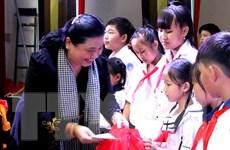 Phó Chủ tịch Quốc hội trao quà Trung thu cho trẻ em Bến Tre