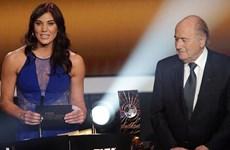 Thủ thành xinh đẹp tố cựu Chủ tịch FIFA Blatter quấy rối tình dục