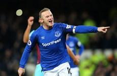 Cựu tiền đạo M.U Wayne Rooney lập siêu phẩm ghi từ giữa sân