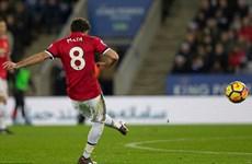 Man United đánh rơi chiến thắng ở phút bù giờ trong thế hơn người
