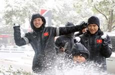 [Photo] U23 Việt Nam thoải mái nghịch tuyết trước trận đấu lịch sử