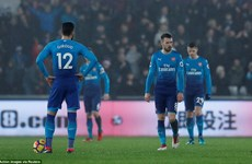 Premier League: Arsenal thua sốc, Liverpool thắng tưng bừng