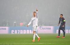 Ronaldo san bằng kỳ tích ghi bàn của Ruud van Nistelrooy